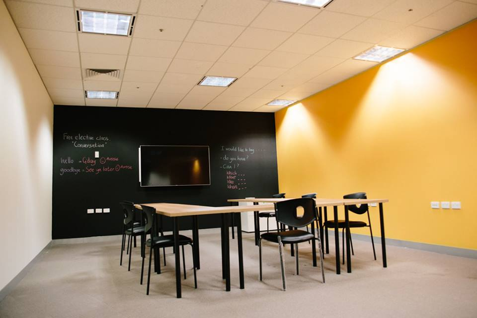 CLASS ROOM EXPLORE ENGLISH